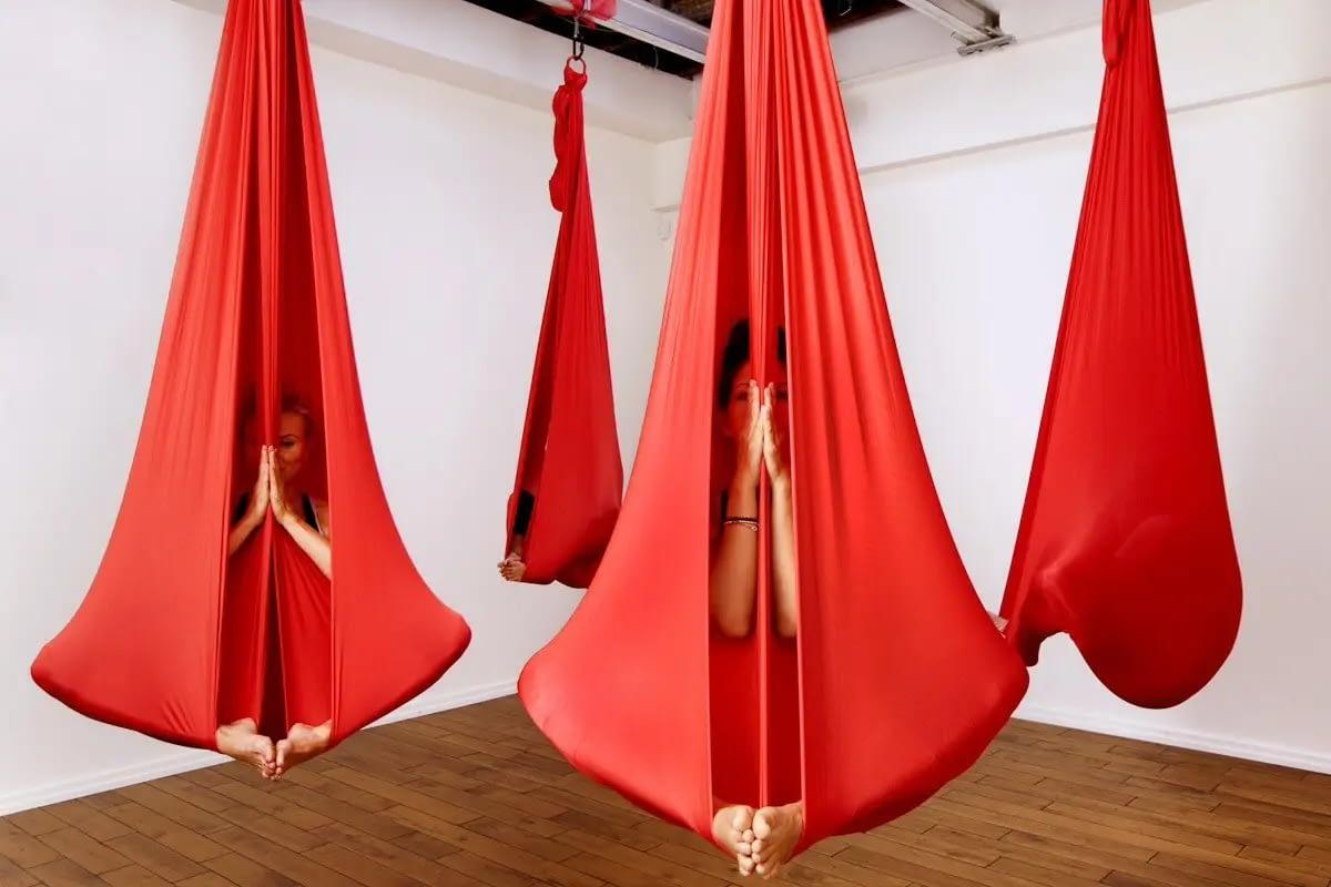 Yoga,telas, arte en movimiento.